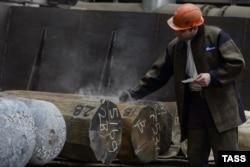 """Титановые слитки для производства раскатных колец, предназначенных для авиационной промышленности и энергетического машиностроения, в кузнечном цехе """"Корпорации ВСМПО-АВИСМА"""""""